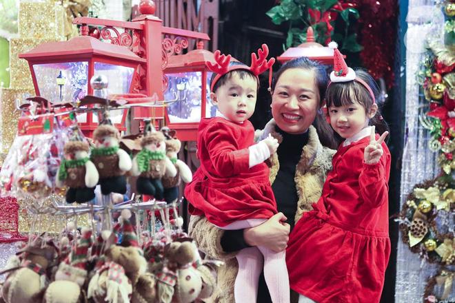 Ngắm các thiên thần nhí nghịch tuyết rơi, đón Noel sớm cùng bố mẹ trong ngày Hà Nội lạnh tái tê - ảnh 5