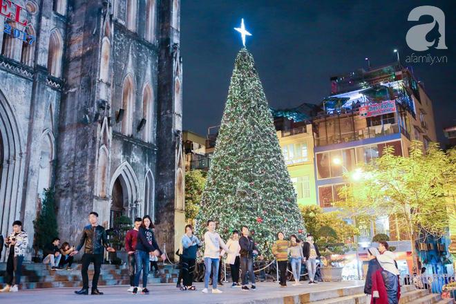 Ngắm các thiên thần nhí nghịch tuyết rơi, đón Noel sớm cùng bố mẹ trong ngày Hà Nội lạnh tái tê - ảnh 10