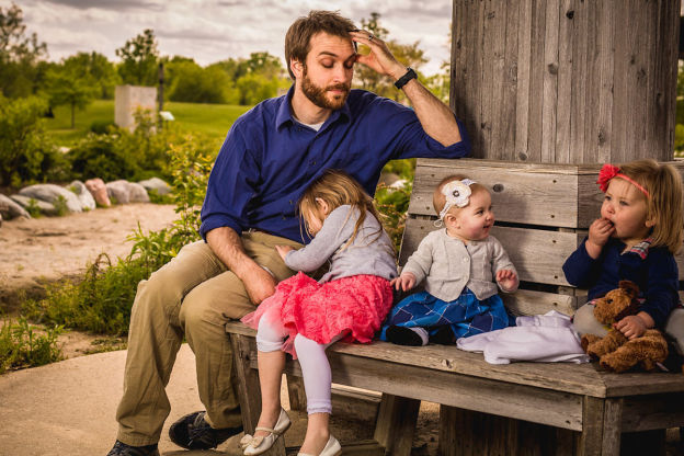 Những màn đối đáp tuyệt đỉnh hài hước giữa ông bố 4 con và các nàng công chúa tinh nghịch - Ảnh 3.