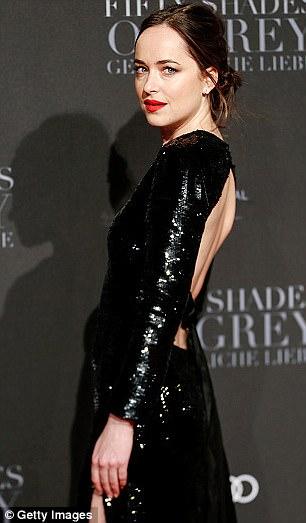 HLV cá nhân của diễn viên Dakota Johnson bật mí những bài tập giữ dáng để luôn đẹp như diễn viên Hollywood - Ảnh 2.