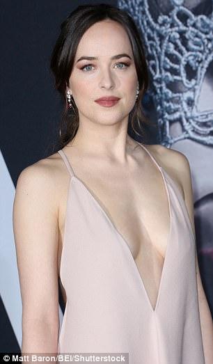 HLV cá nhân của diễn viên Dakota Johnson bật mí những bài tập giữ dáng để luôn đẹp như diễn viên Hollywood - Ảnh 3.