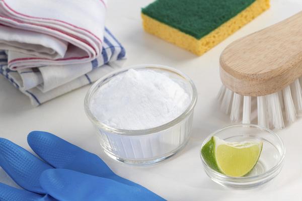 Làm sạch mọi ngóc ngách của tủ lạnh cực nhanh chỉ với nguyên liệu siêu rẻ tiền - Ảnh 1.