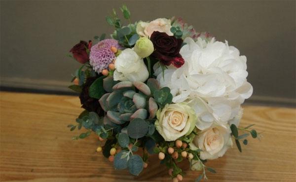 Cách cắm hoa mà dễ dàng thế này thì ai cũng có thể cắm hoa đẹp lung linh! - Ảnh 3.