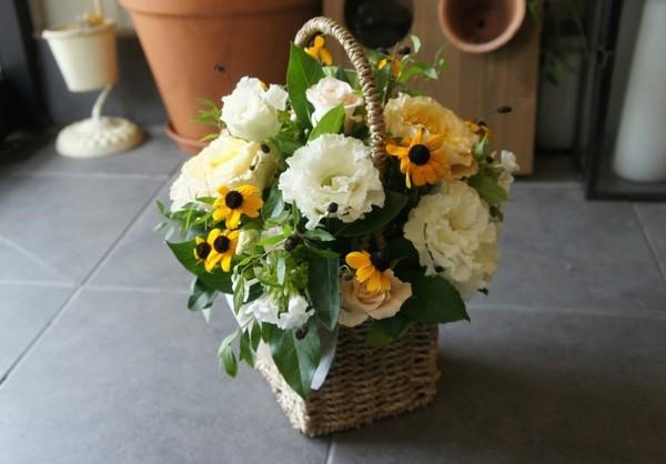20/11 không cần ra tiệm vì đã có 5 cách gói hoa vừa đẹp vừa đơn giản này - Ảnh 1.