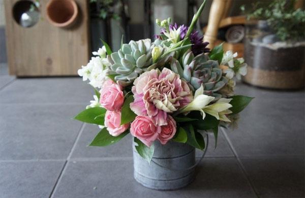3 cách cắm hoa đơn giản trang trí nhà cho Tết thêm rực rỡ - Ảnh 5.