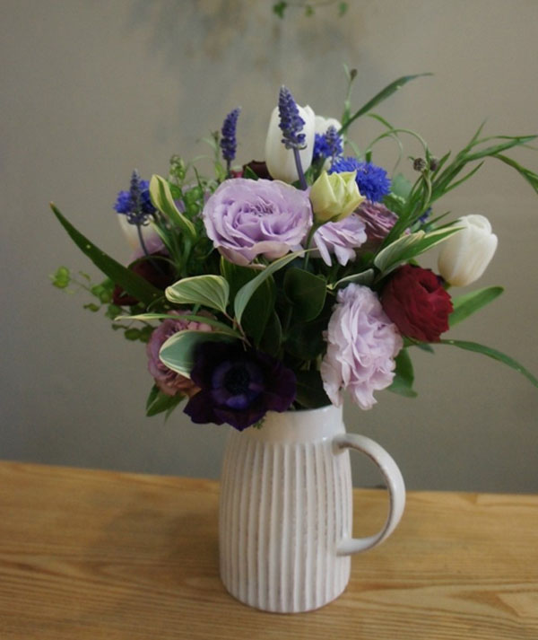 3 cách cắm hoa đơn giản trang trí nhà cho Tết thêm rực rỡ - Ảnh 7.