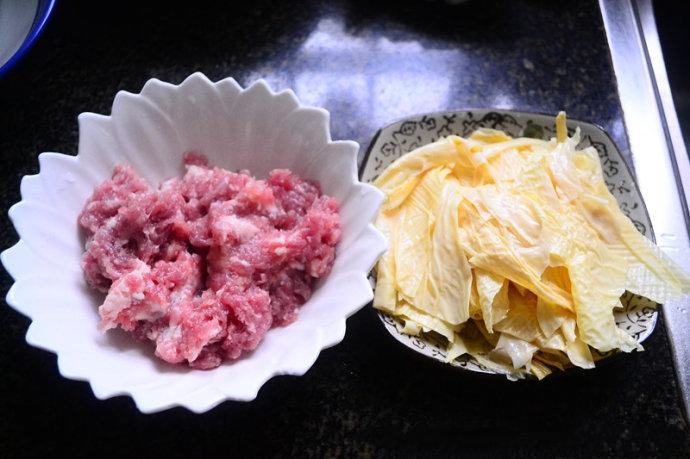 Canh thịt viên nấu váng đậu đơn giản cho bữa tối - Ảnh 1
