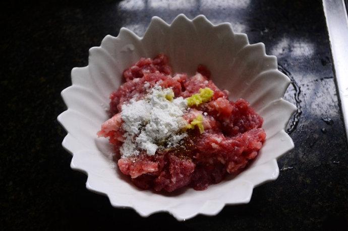 Canh thịt viên nấu váng đậu đơn giản cho bữa tối - Ảnh 2