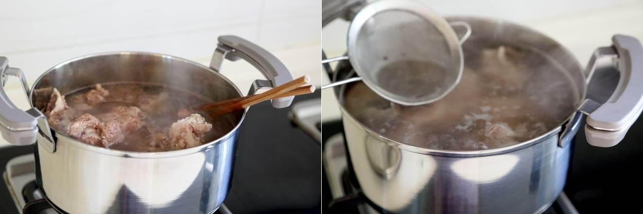 Canh xương nấu rau củ món đơn giản mà ngon cho bữa cơm ngày nóng - ảnh 1