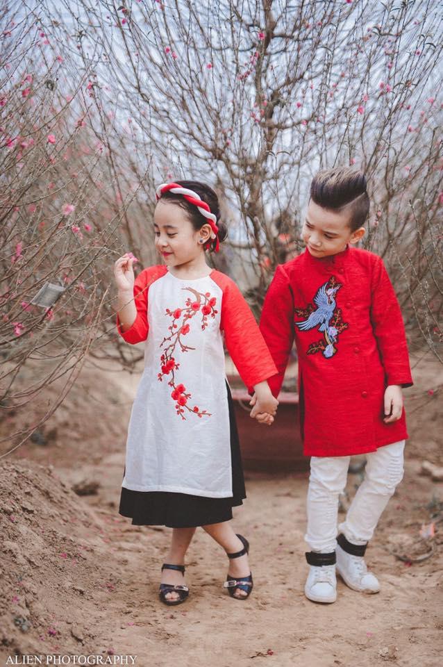 Khi các bé xúng xính trong tà áo dài ngày Tết, mẹ như thấy cả mùa xuân - Ảnh 24.