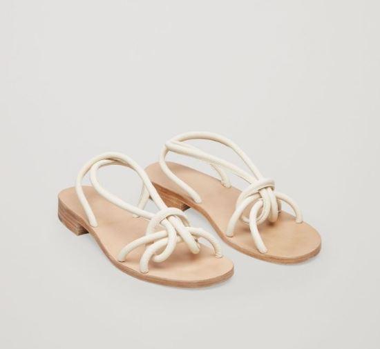 Sau đan dây, xu hướng sandals đang chuyển hướng sang kiểu thắt nút lạ đời - Ảnh 6.