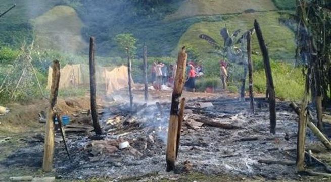 Thương tâm hai cháu bé bị cháy đen thui trong ngôi nhà bị thiêu rụi - Ảnh 1.