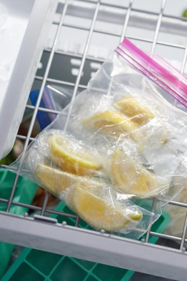 Từ khi biết cách, tôi chẳng còn phải vứt mấy quả chanh bổ đôi còn thừa nữa, chanh không héo ủng mà cực tươi - Ảnh 6.