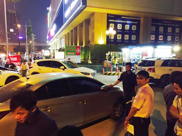 Hà Nội: Chủ đầu tư chặn hầm, không cho ô tô vào chung cư Hồ Gươm Plaza khiến giao thông tắc nghẽn - Ảnh 3.