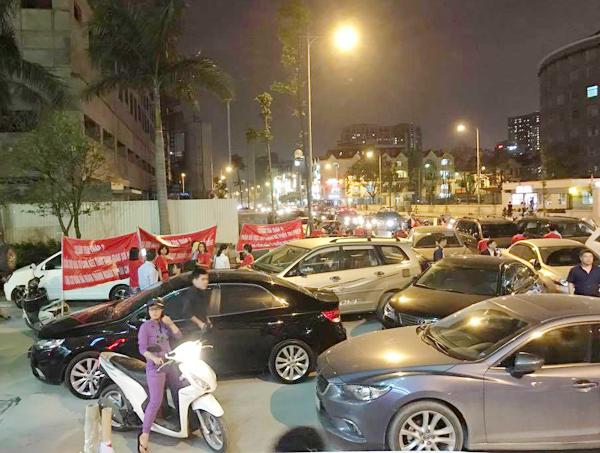 Hà Nội: Chủ đầu tư chặn hầm, không cho ô tô vào chung cư Hồ Gươm Plaza khiến giao thông tắc nghẽn - Ảnh 6.