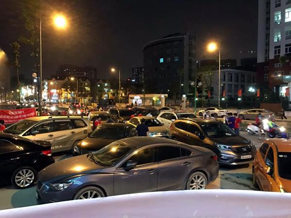 Hà Nội: Chủ đầu tư chặn hầm, không cho ô tô vào chung cư Hồ Gươm Plaza khiến giao thông tắc nghẽn - Ảnh 7.