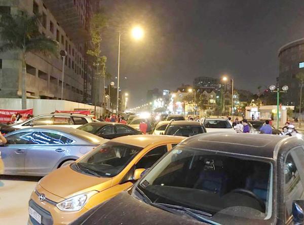 Hà Nội: Chủ đầu tư chặn hầm, không cho ô tô vào chung cư Hồ Gươm Plaza khiến giao thông tắc nghẽn - Ảnh 8.