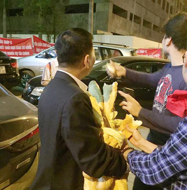 Hà Nội: Chủ đầu tư chặn hầm, không cho ô tô vào chung cư Hồ Gươm Plaza khiến giao thông tắc nghẽn - Ảnh 9.