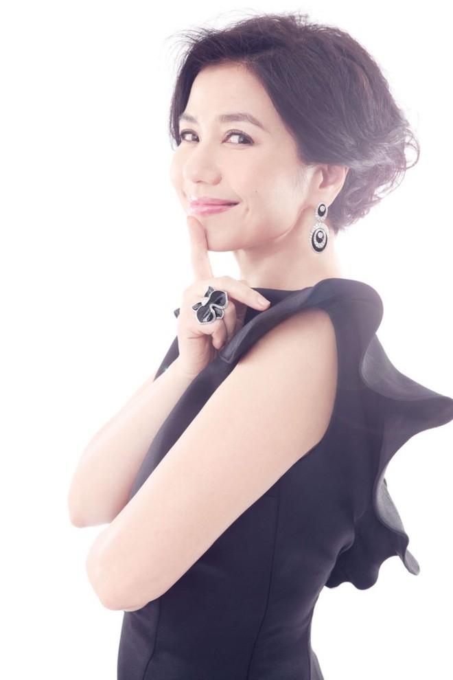 Chung Sở Hồng: Từ cô đào Hong Kong nóng bỏng giải nghệ để làm vợ đại gia đến góa phụ quyến rũ - Ảnh 23.