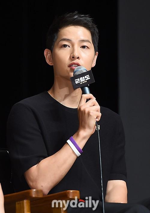 Đáng yêu thế này, bảo sao So Ji Sub - Song Joong Ki không làm fan điêu đứng - Ảnh 4.
