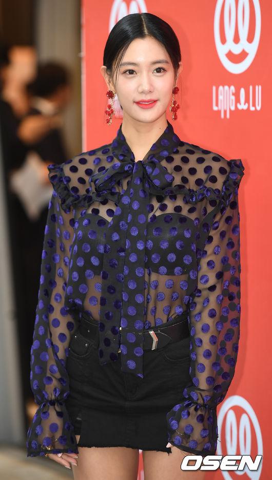 Chị hai của Những nàng công chúa nổi tiếng 42 tuổi vẫn diện đầm hồng choét tham dự Tuần lễ thời trang Seoul  - Ảnh 10.