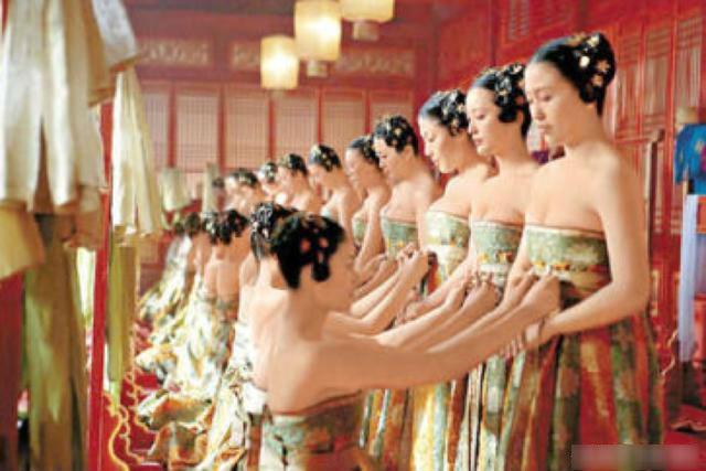 Số phận cung nữ thời Trung Hoa phong kiến: ngủ không được ngửa mặt, đau ốm không được chữa, kết duyên cùng thái giám - Ảnh 7.