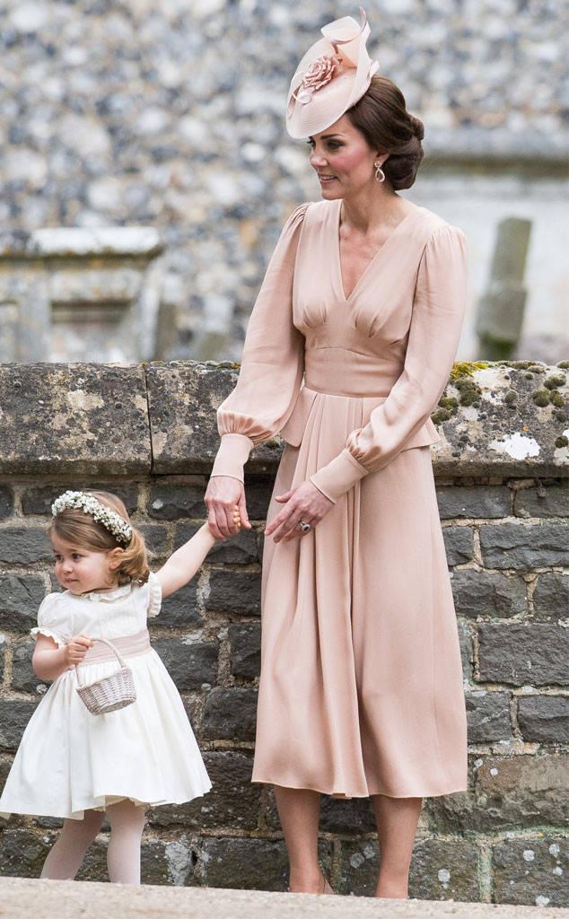 Giống nhiều bà mẹ khác, công nương Kate cũng thích mặc đồ tông xuyệt tông với con mình - Ảnh 6.