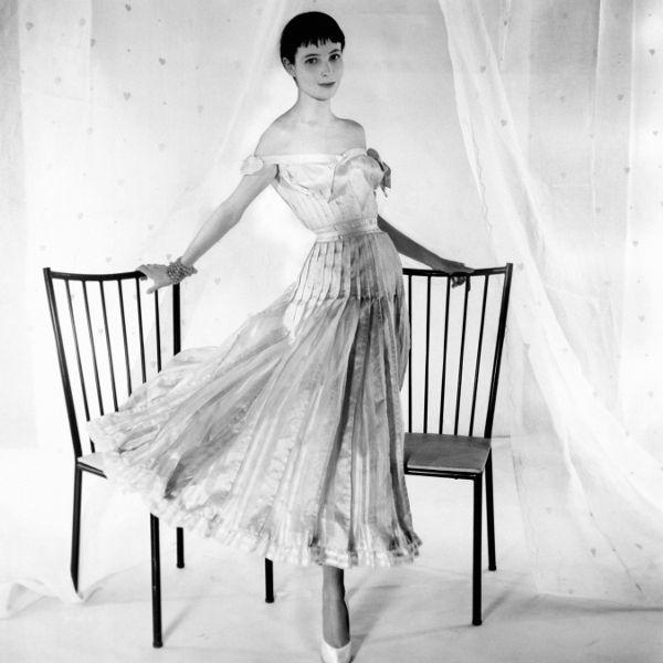10 thiết kế chứng minh sự trường tồn theo năm tháng của biểu tượng thời trang Coco Chanel - Ảnh 7.