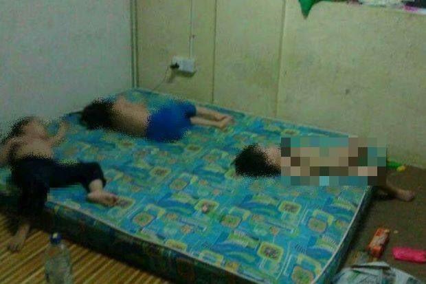 Sự thật về bức ảnh 3 đứa trẻ bị bố mẹ nhốt trong phòng bẩn thỉu, chỉ được ăn cơm và nước tương - Ảnh 1.