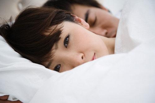 Ở lưng chừng của cuộc hôn nhân, người chồng trước mặt tôi cũng trở nên xa lạ - Ảnh 1.