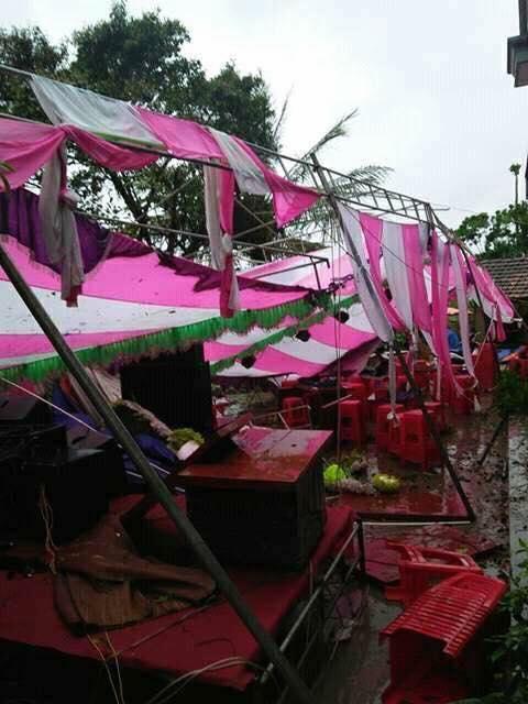 Ai sắp cưới nhớ xem dự báo thời tiết, đừng như hôm nay, bão đánh sập rạp, khách tưởng đám cưới con gái Thủy Tề - Ảnh 3.