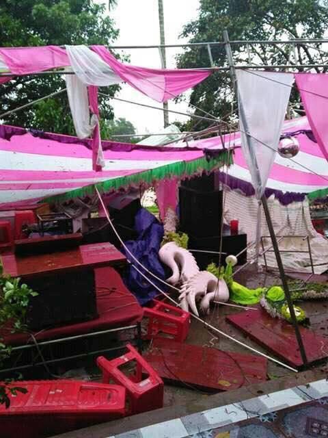 Ai sắp cưới nhớ xem dự báo thời tiết, đừng như hôm nay, bão đánh sập rạp, khách tưởng đám cưới con gái Thủy Tề - Ảnh 2.