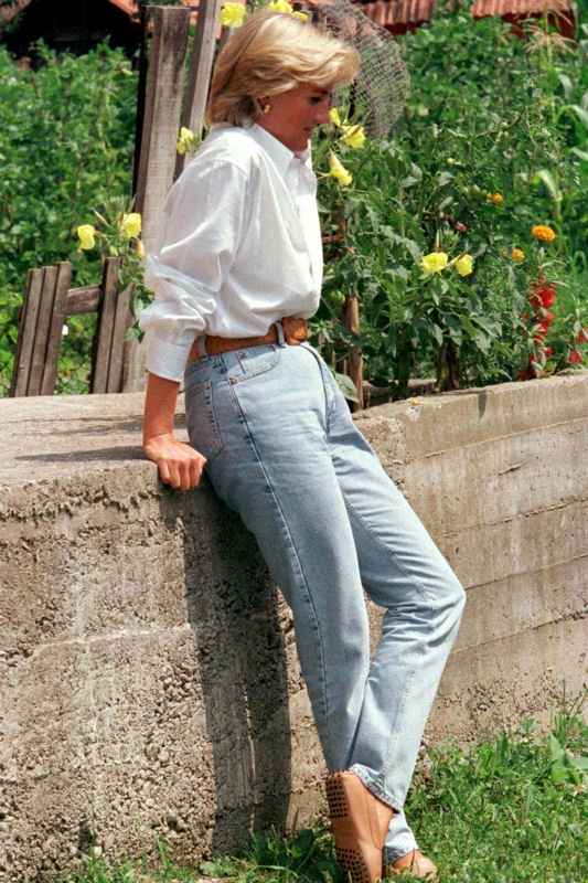 Đẹp như công nương Diana thì chỉ mặc quần jeans cũng xuất sắc hơn người - Ảnh 8.