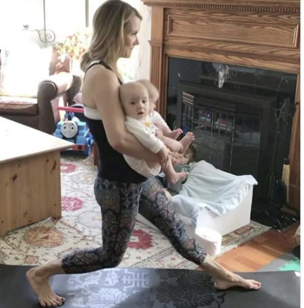 Những bà mẹ có dáng đẹp tuyệt nhờ tập luyện - Ảnh 4