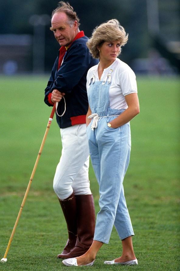 Đẹp như công nương Diana thì chỉ mặc quần jeans cũng xuất sắc hơn người - Ảnh 1.