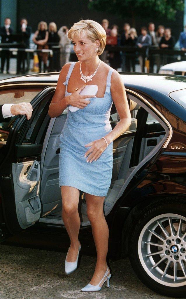 20 khoảnh khắc khiến người ta tin rằng công nương Diana thực sự là một biểu tượng thời trang chân chính - Ảnh 11.