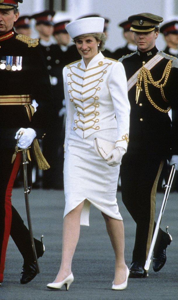 20 khoảnh khắc khiến người ta tin rằng công nương Diana thực sự là một biểu tượng thời trang chân chính - Ảnh 8.