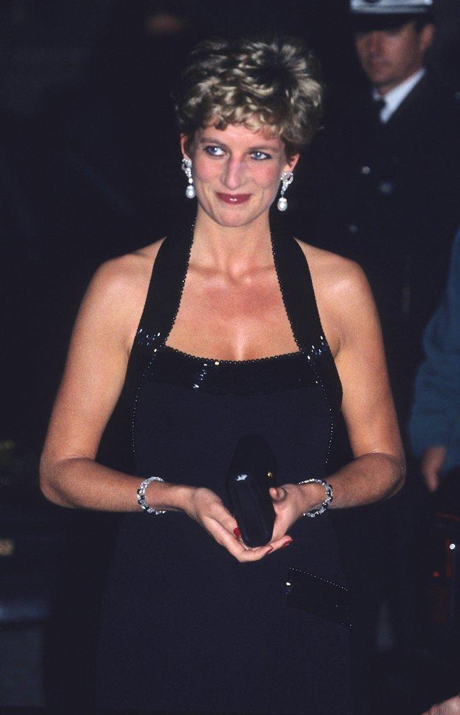 20 khoảnh khắc khiến người ta tin rằng công nương Diana thực sự là một biểu tượng thời trang chân chính - Ảnh 10.