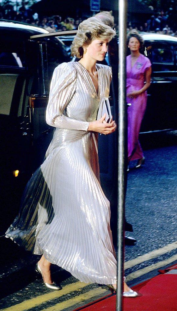 20 khoảnh khắc khiến người ta tin rằng công nương Diana thực sự là một biểu tượng thời trang chân chính - Ảnh 17.
