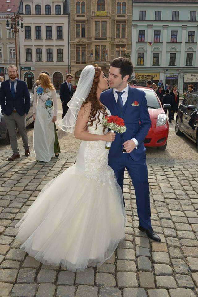 Đám cưới trong lâu đài cổ giữa đất Séc của nữ tiếp viên hàng không xinh đẹp và chàng doanh nhân điển trai - Ảnh 7.