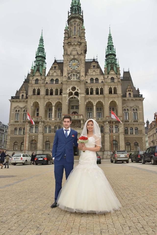Đám cưới trong lâu đài cổ giữa đất Séc của nữ tiếp viên hàng không xinh đẹp và chàng doanh nhân điển trai - Ảnh 6.