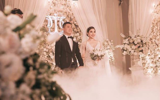Đám cưới sang chảnh với 10.000 bông hoa tươi và váy đính 5.000 pha lê của cô dâu xinh đẹp - Ảnh 7.