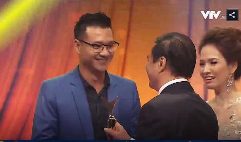 Đan Lê chia sẻ xúc động về khoảnh khắc luống cuống của bố chồng trên sân khấu VTV Awards - Ảnh 2.