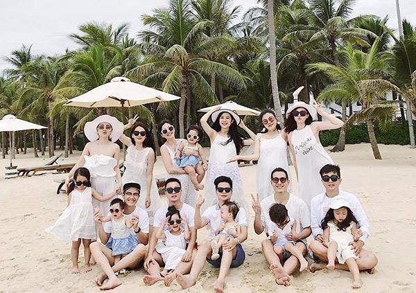 Nhóm bạn thân 6 hotmom Hà Nội trẻ xinh, kinh doanh giỏi, du lịch nước ngoài như đi chợ khiến chị em ngưỡng mộ - Ảnh 4.