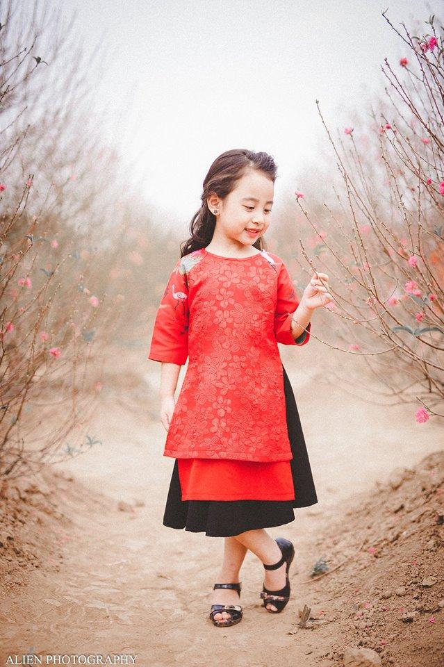Khi các bé xúng xính trong tà áo dài ngày Tết, mẹ như thấy cả mùa xuân - Ảnh 20.