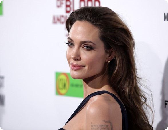 Bác sĩ phẫu thuật của Angelina Jolie đưa ra lời khuyên phòng ngừa ung thư vú khiến nhiều người bất ngờ - Ảnh 1.