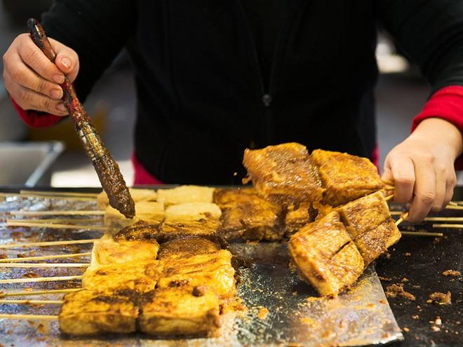 6 món đặc sản nổi tiếng muốn ăn phải thật can đảm ở châu Á - Ảnh 4.