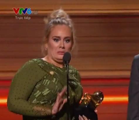 Khoảnh khắc đáng nhớ nhất Grammy 2017: Adele bẻ kèn, Katy Perry chế nhạo Britney Spears? - Ảnh 2.