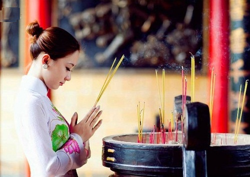 Đầu năm đi chùa lễ Phật nhớ đừng phạm phải những sai lầm này, không thì đừng hỏi sao mình xui - Ảnh 1.