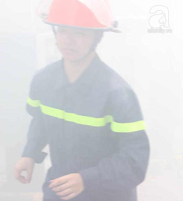 Dân văn phòng tá hỏa chạy thoát khỏi đám cháy giả định tại tòa nhà cao thứ 2 Việt Nam - Ảnh 1.